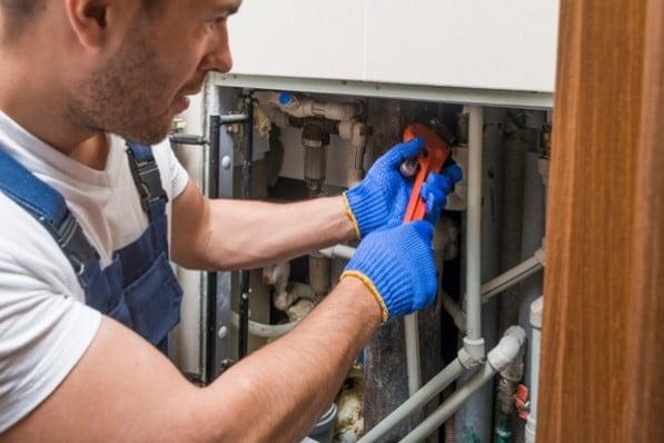 Appeler un plombier à Paris 16 pour un dégât des eaux une intervention sur la tuyauterie