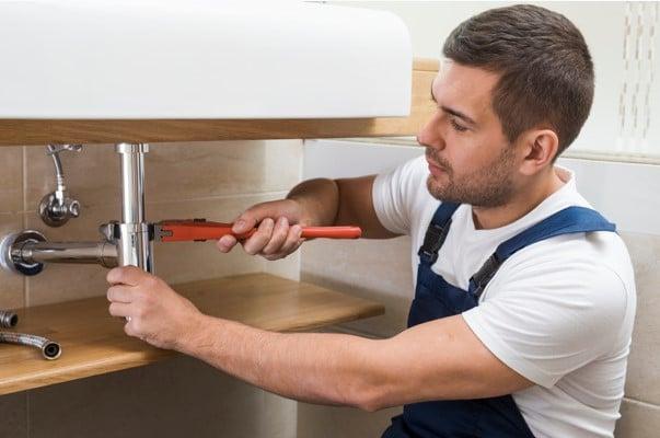 Comment trouver un bon plombier à Paris 16 pour le débouchage de sa canalisation