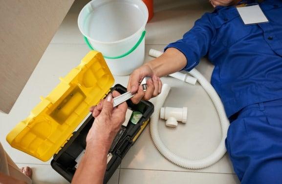 Un artisan plombier à Paris 16 avec des tarifs raisonnables pour votre salle de bain